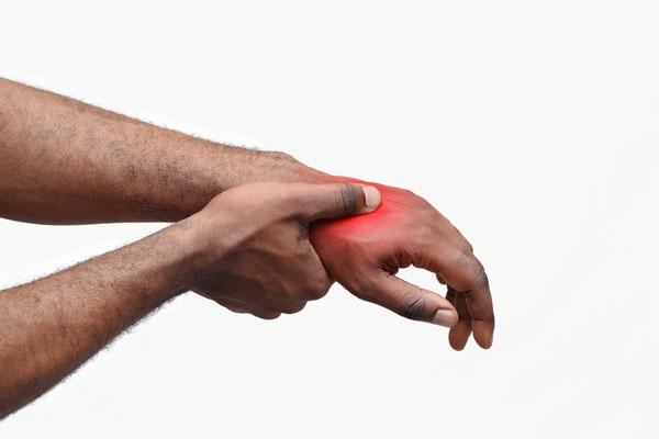 Mann bei Handmassage