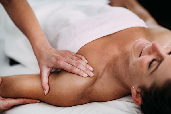 Schultermassage Frau